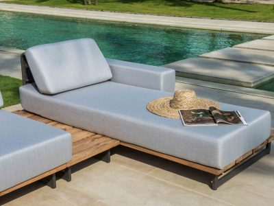 Ona chaise